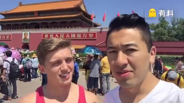 Luke-Gee说饭好便宜,好多人,中国人好温柔 哈哈哈.