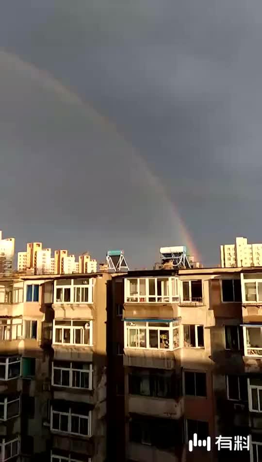 天边一道彩虹。。。。