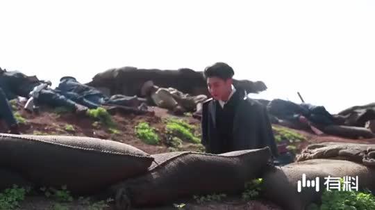 《热血同行》花絮:黄子韬子剧中帅气开炮,没想到片场这么胆小害
