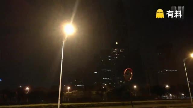 台风妮妲袭击深圳:8月2日凌晨市区风雨大作