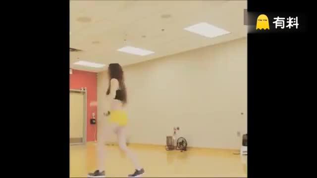美女们神级舞步,感觉整个屏幕全是腿