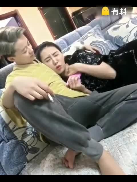 为了帮助哥哥,小妹强吻了女朋友