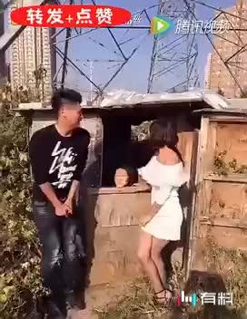▶小媳妇上厕所,笑疯了!