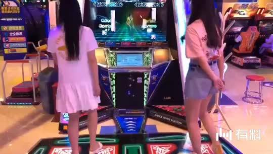 ##跳舞机小公主,左边是我!