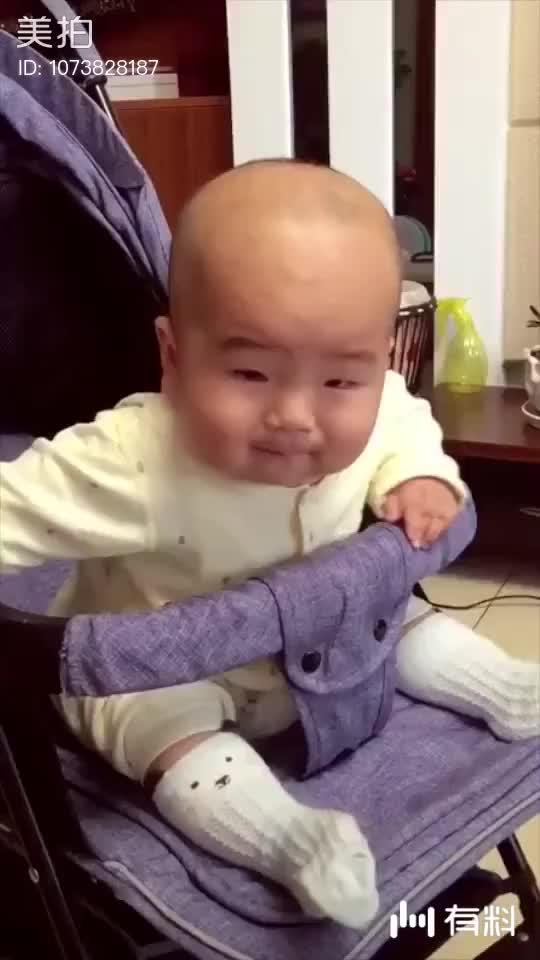 不笑你揍我~