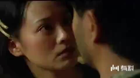 《新上海滩》片段,丽文晕倒在地,冯程程追着神秘人跑了出去