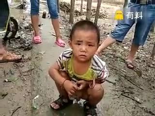 有人捡到一个麻袋,打开一看是这个小家伙!有没有认识的?求转发