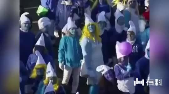 """扮蓝精灵也能创造世界纪录?德国小镇大量""""蓝精灵""""出没"""