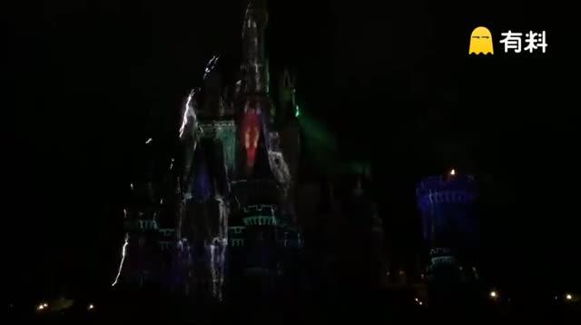 东京迪士尼乐园白天那些都是浮云、晚上最后的这个投影才碉堡了真的太美了、一定要看~