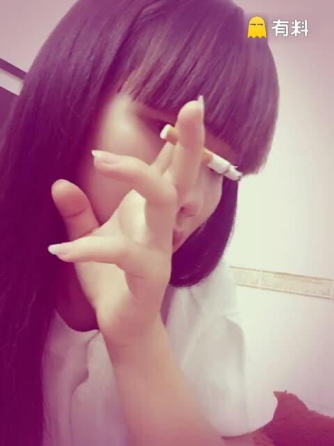 她讨厌烟酒味,后来她却满身都是烟酒味,他给她的伤害,让她失...