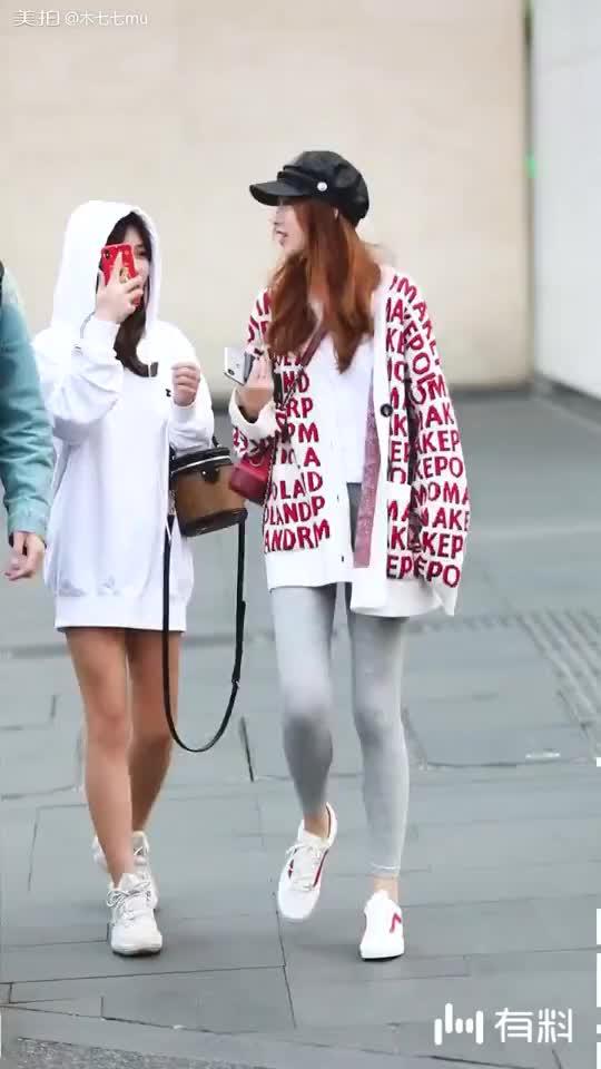 小姐姐的打底裤实力抢镜~