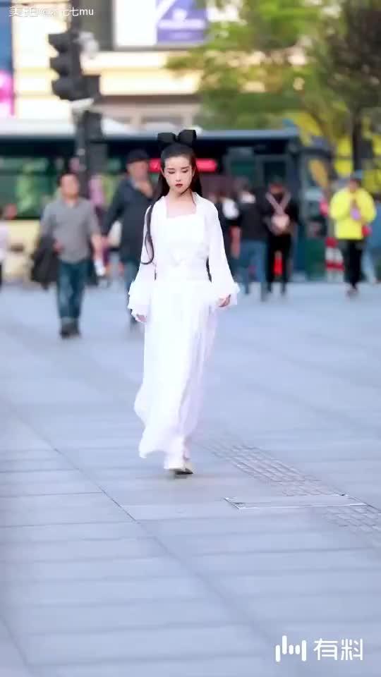 是真的很像王祖贤的小姐姐~