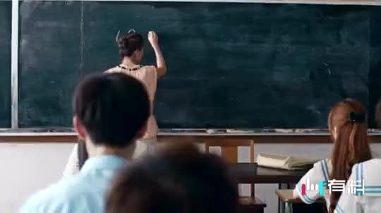 #不容错过的精彩视频#全班都是鬼,女老师上课也是鬼画桃核……