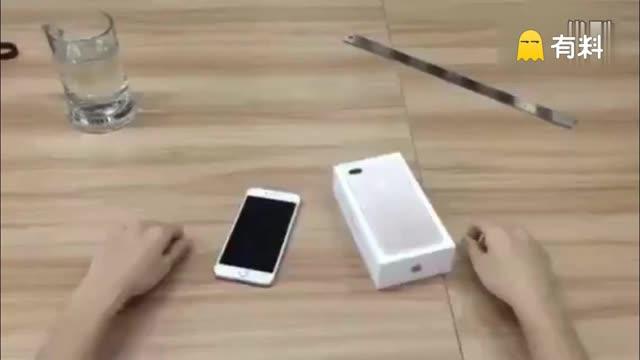 """苹果iPhone7全球首砸:愤怒的果粉用高跟鞋砸碎一颗""""肾"""""""