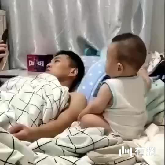 #搞笑#中国好儿子,问下生儿子的,你们儿子有怎么乖吗,嘻嘻
