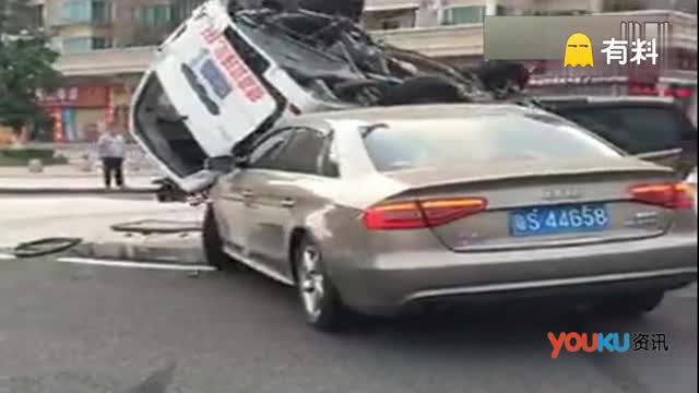 东莞奥迪与面包车惨烈相撞 99%的人没猜到结局