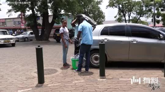 夏日的非洲街头,总会遇到身材的美女