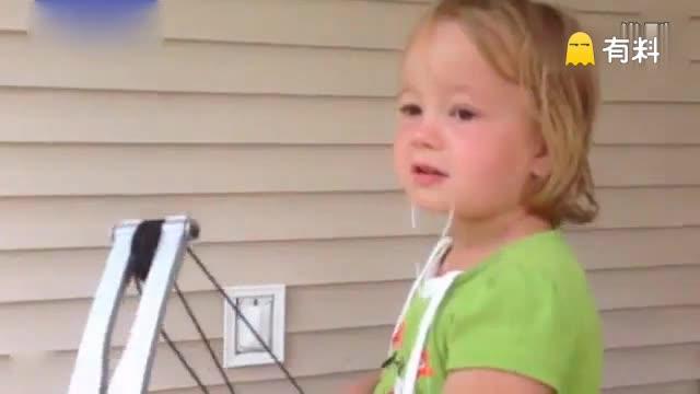 五岁萝莉勇气惊人 自己拉弓射箭拔牙
