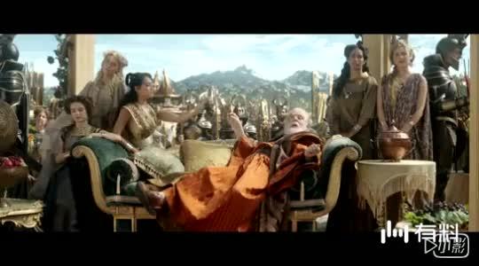 #电影最前线#雷神3:洛基假扮奥丁,在神界看戏吃葡萄