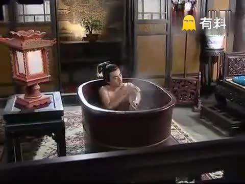 男子洗澡时被异性迷晕