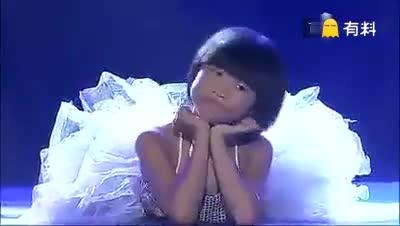 《天亮了》唱哭全场,看着伴舞的小女孩好心疼。。。为小女孩点赞,你的笑很美,你的舞很棒!