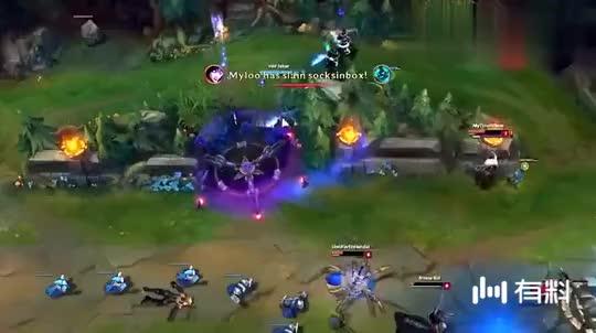 LOL王者烬:被大魔王faker的流浪追,吓得我直接闪现撞墙了!