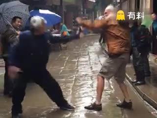 #百岁武林高手过招,快躲远点!#