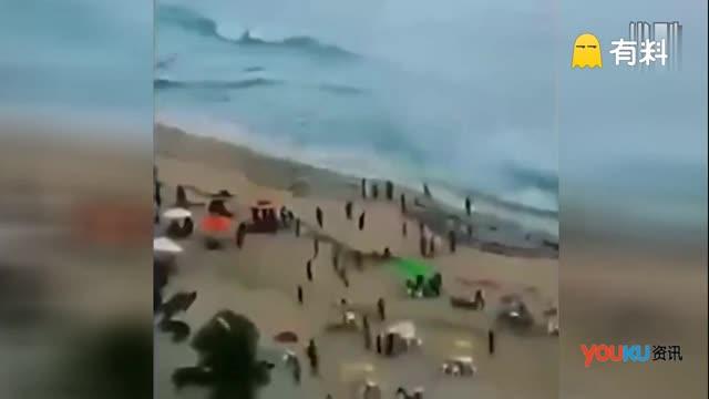 监拍龙卷风突袭古巴海滩 游客被卷飞上天