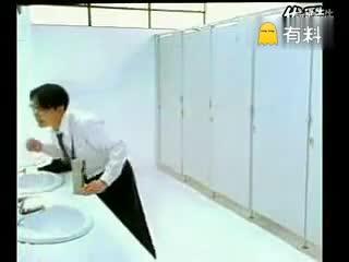 误入女厕…2