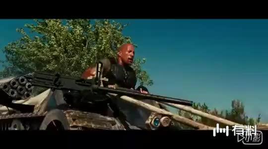 #电影最前线#手持加特林扫射,水上击杀对手,太酷了
