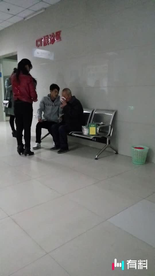 好孝敬顺的孙孑,爷爷生病他从浙江赶回日夜陪着,看视频就能惑觉得到。