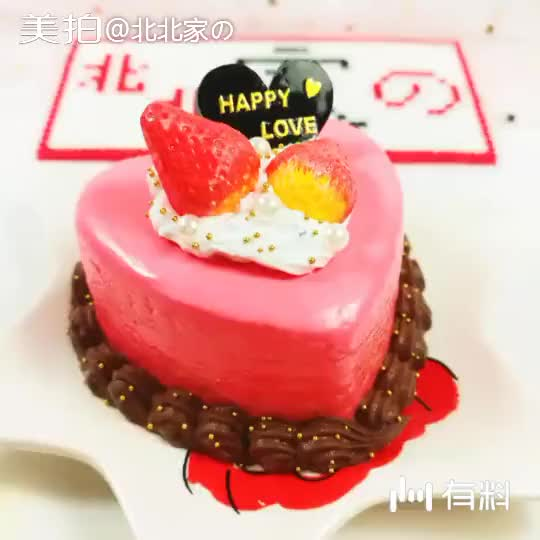 《甜蜜草莓》这款仿真小蛋糕是参考了网图