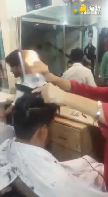 #L搞笑时刻  开了挂的民族怎么染头发#