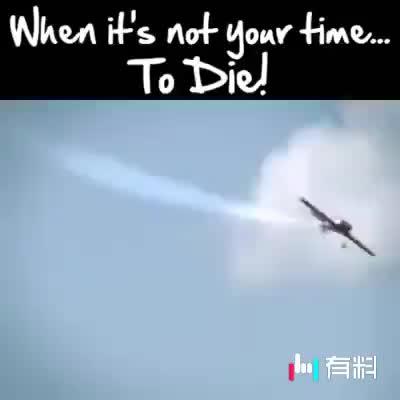 卧槽!飞机翅膀掉了,照样飞