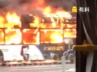 上海55路公交失火