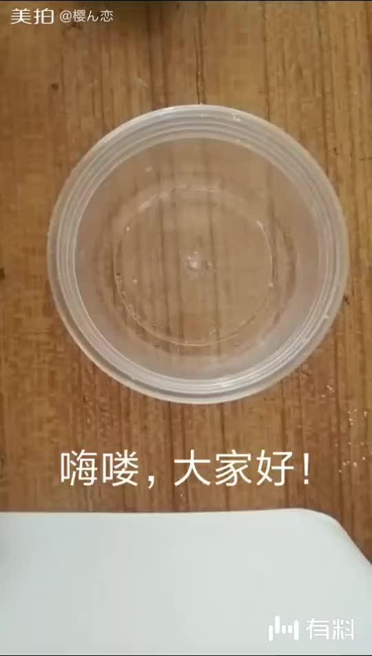 白胶两元钱一瓶,透明胶水也两元钱一瓶,洗发露更贵
