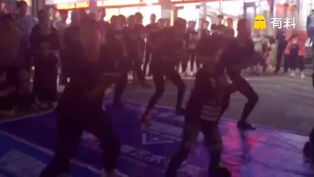 星舞门街舞艺术学苑在获嘉嘉和商业广场,...