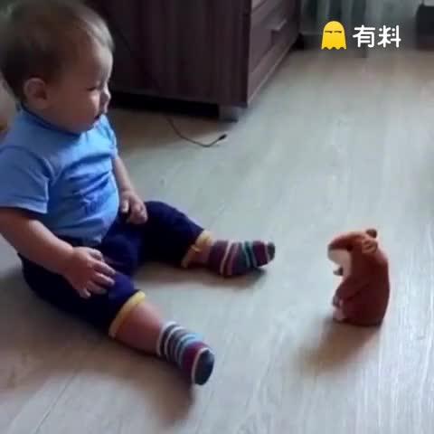 玩具熊吓孩子