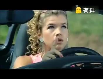 #LOL搞笑时刻  当女司机遇到 女司机  这就尴尬了#