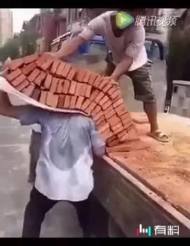 看多辛苦啊!