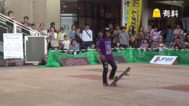 好腻害!日本小男孩自由式滑板竞技赛