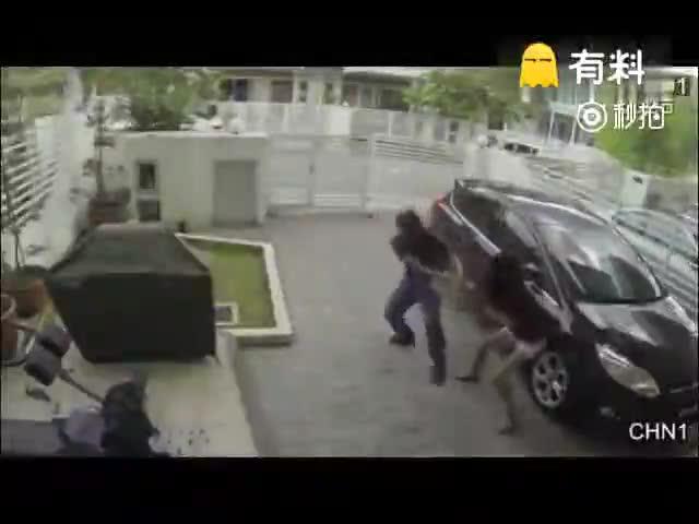 女子把小偷KO#上热门#